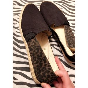 👣 Report Black/Cheetah Flats